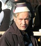 homme portant le chapeau traditionnel du Maramures